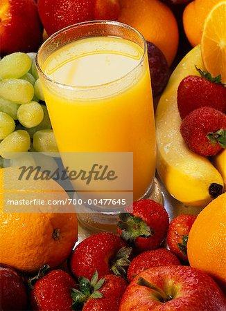 Verre de jus d'Orange et fruits mélangés