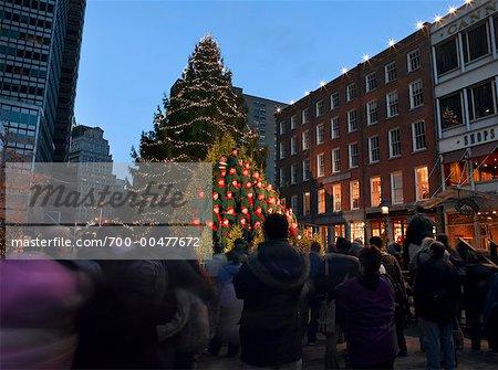 Christmas Choir in City, South Street Seaport, New York City, New York, USA