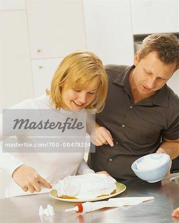 Paar Making Kuchen