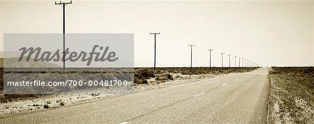 Autoroute grâce à Death Valley National Park, Californie, USA