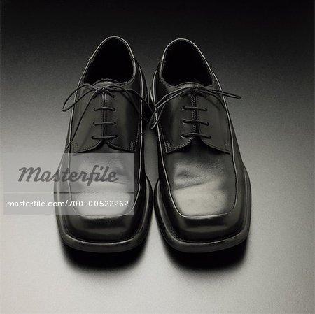 Une paire de chaussures noires