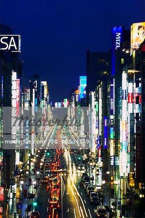 Ginza Street à la nuit tombante, Tokyo, Japon