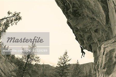 Homme escalade, Vernon, Colombie-Britannique, Canada