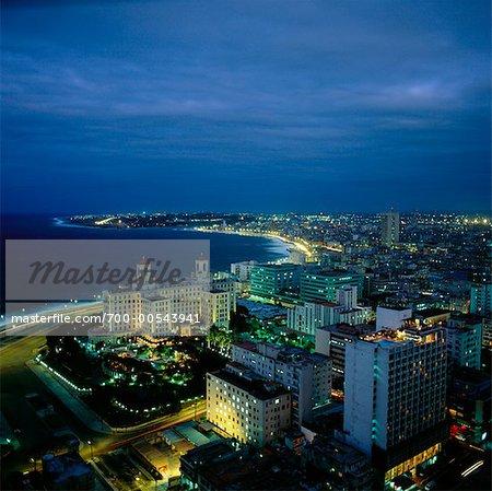 Lumières de la ville pendant la nuit, la Havane, Cuba