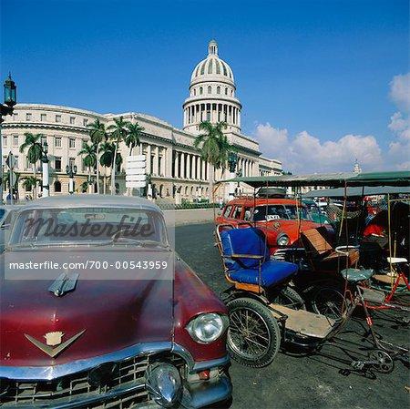 Stationnement à l'extérieur du Capitole National, la Havane, Cuba