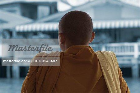 Moine bouddhiste sur le bateau sur la rivière Chao Phraya, Bangkok, Thaïlande