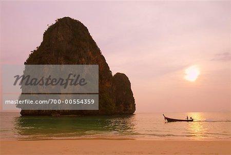 Phrang Nga plage au coucher du soleil, Krabi, Thaïlande