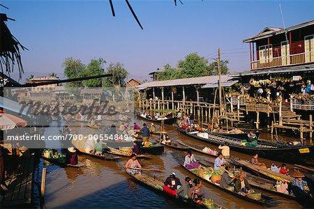 Le lac Inle, le Myanmar, le marche flottant