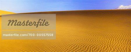 Dune de sable et les nuages, Death Valley, Californie, USA