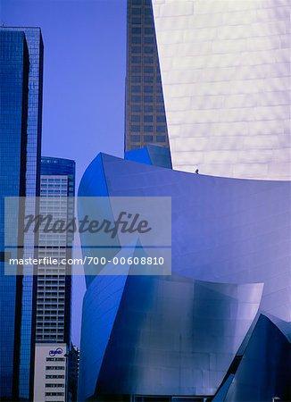 Walt Disney Concert Hall und die Skyline der Stadt, Los Angeles, Kalifornien, USA