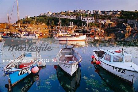 Bateaux de pêche dans le port, Mevagissey, Cornouailles, Angleterre