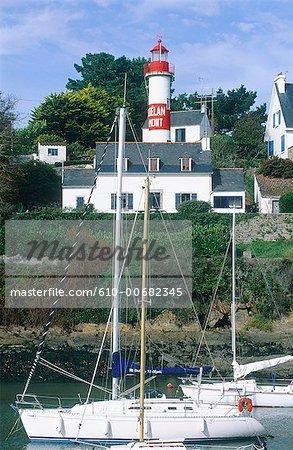 France, Brittany, Doëlan, port and lighthouse
