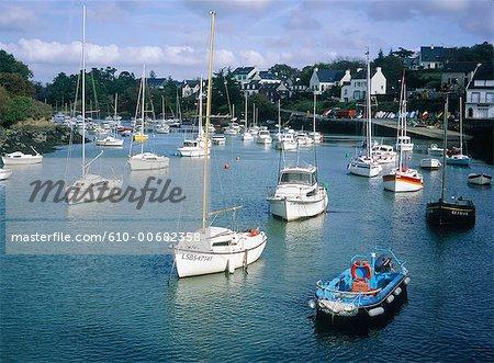 France, bateaux de Bretagne, Doëlan, dans le port
