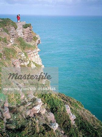 France, couple de Bretagne, Cap Fréhel, au sommet de la falaise