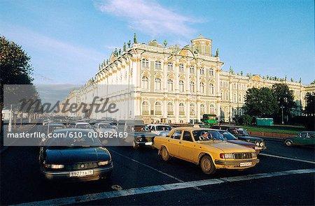 Trafic de Russie, Saint-Pétersbourg, en face du Palais d'hiver