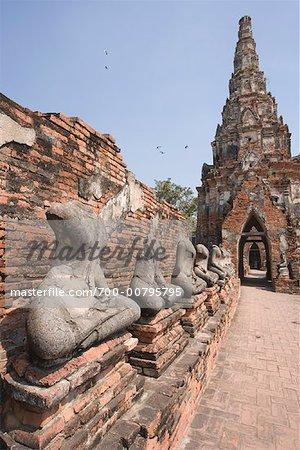Statues de Bouddha acéphale, Wat Chai Wattanaram, Ayutthaya, Thaïlande