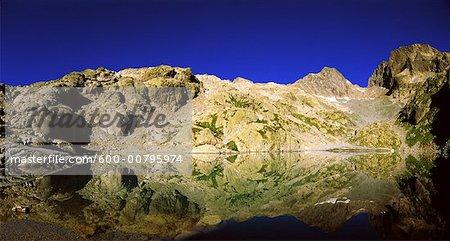 Aiguilles Rouges se reflètent dans le Lac Blanc, Chamonix, France