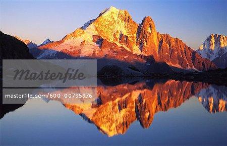 Aiguille Verte reflétée dans le Lac Blanc, Chamonix, France