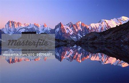 Aiguilles du Chamonix et Mont Blanc reflète dans le Lac Blanc, Chamonix, France