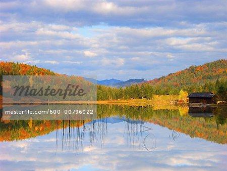 Réflexion dans le lac Ferchensee, Bavière, Allemagne