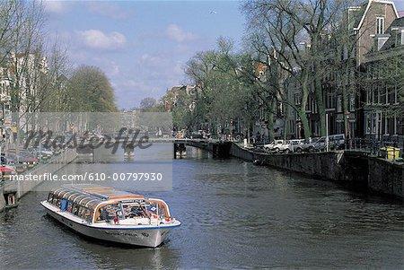 Pays-Bas, north Holland, Amsterdam, promenade en bateau sur le canal