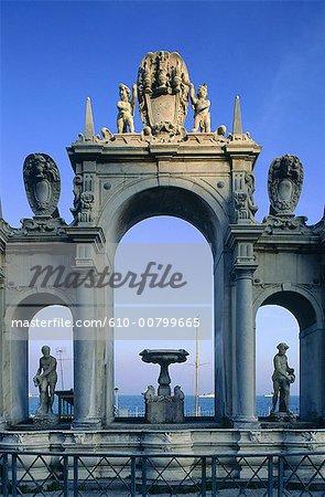 Italie, Campanie, Naples, Immacolatella fontaine