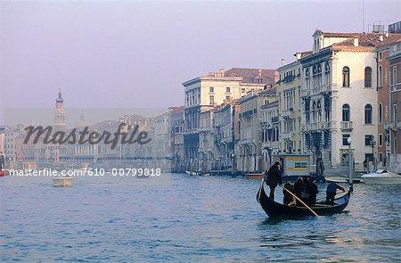 Italie, gondole de Venise, Grand canal, à la tombée de la nuit