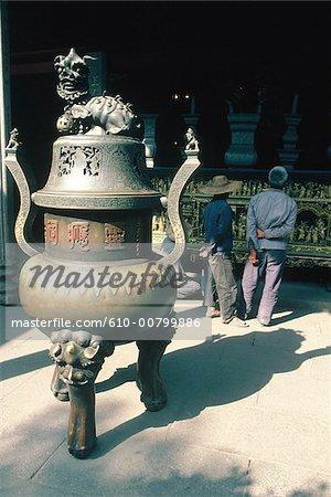 La Chine, près de Canton, temple bouddhiste.