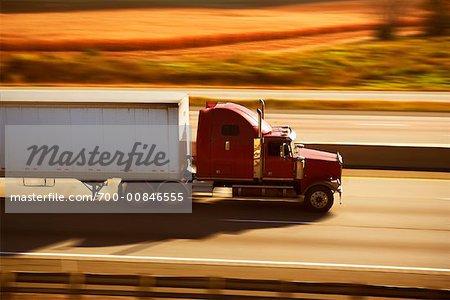 Transport-LKW auf der Autobahn
