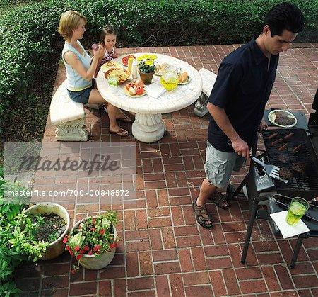 Barbecue familial sur Patio