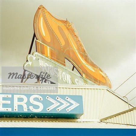 Grand panneau de chaussure au sommet du bâtiment, Houston, Texas