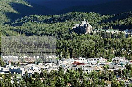 Hôtel Banff Springs et la ville, le Parc National Banff, Banff, Alberta, Canada