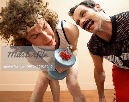 Personaltrainer schreien an Gewichtheber