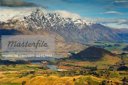 Remarquables montagnes et vallée, Queenstown, Otago, South Island, Nouvelle-Zélande