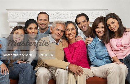 Portrait de famille multigénérationnelle