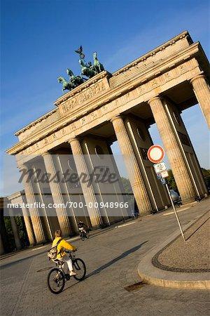 Gens à la porte de Brandebourg, Berlin, Allemagne