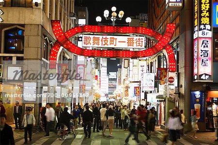 Eingang zum Rotlichtviertel in Shinjuku, Tokio, Japan