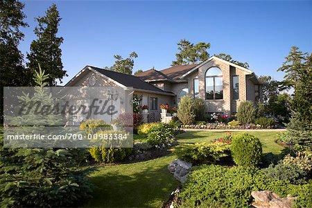 Maison et jardin dans la Subdivision, Bobcaygeon, Ontario, Canada