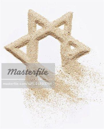 Étoile de David, créé dans le sable, soufflant loin
