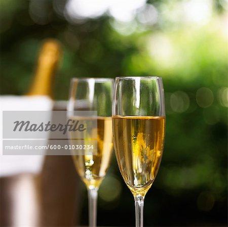 Champagner in Champagner Flöten