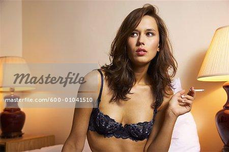 Portrait de femme Smoking