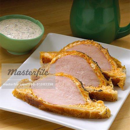 Blätterteig gebacken Peameal Schweinefleisch mit Senf saure Sahne