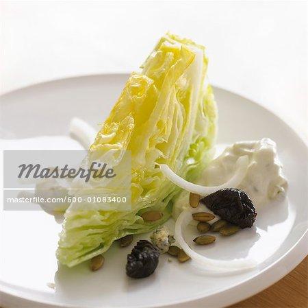 Eisbergsalat-blau-Käse-Salat