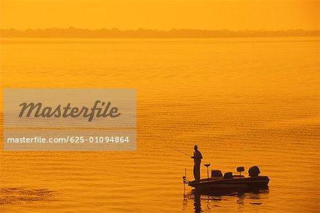 Silhouette d'un homme qui pêche dans la mer, Texas, USA