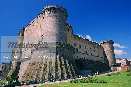 Vue faible angle d'un fort, Naples, Italie