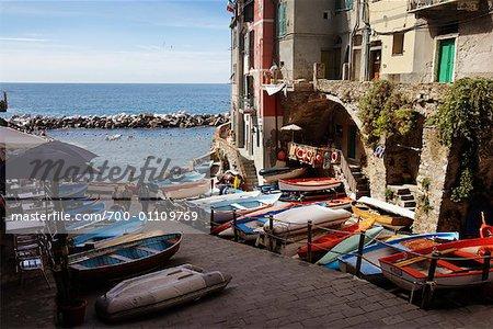 Bateaux de pêche de port, Cinque Terre, Italie