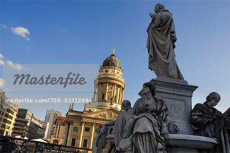 Statues et Deutscher Dom, Gendarmenmarkt, Berlin, Allemagne