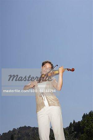 Frau spielen Violine