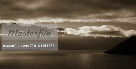 Lever du soleil sur les montagnes remarquables et le lac Wakatipu, Nouvelle-Zélande