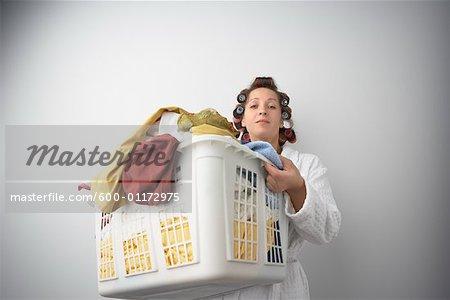Femme avec lessive
